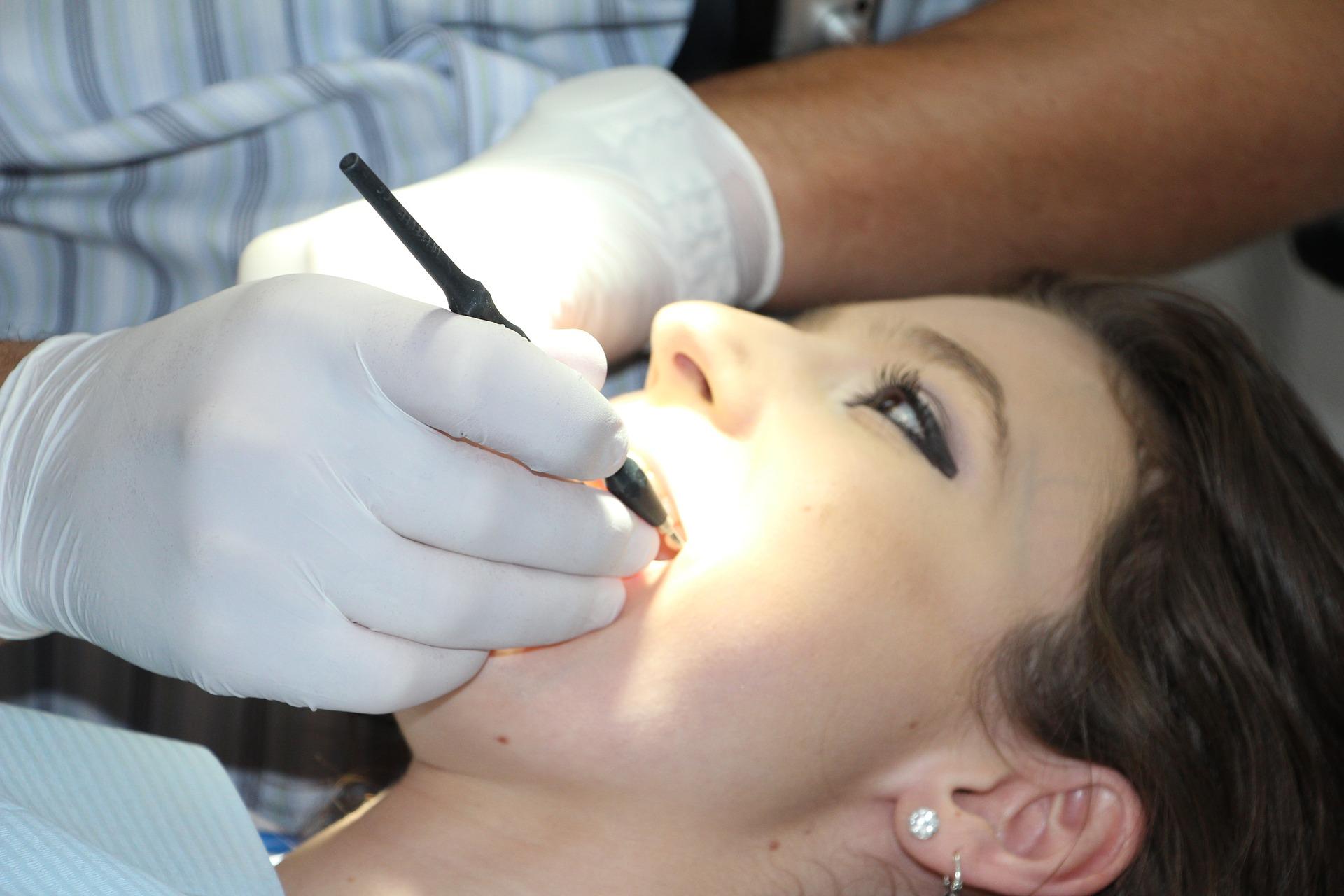 להחזיר את החיוך: באילו מקרים תצטרכו השתלת שיניים?