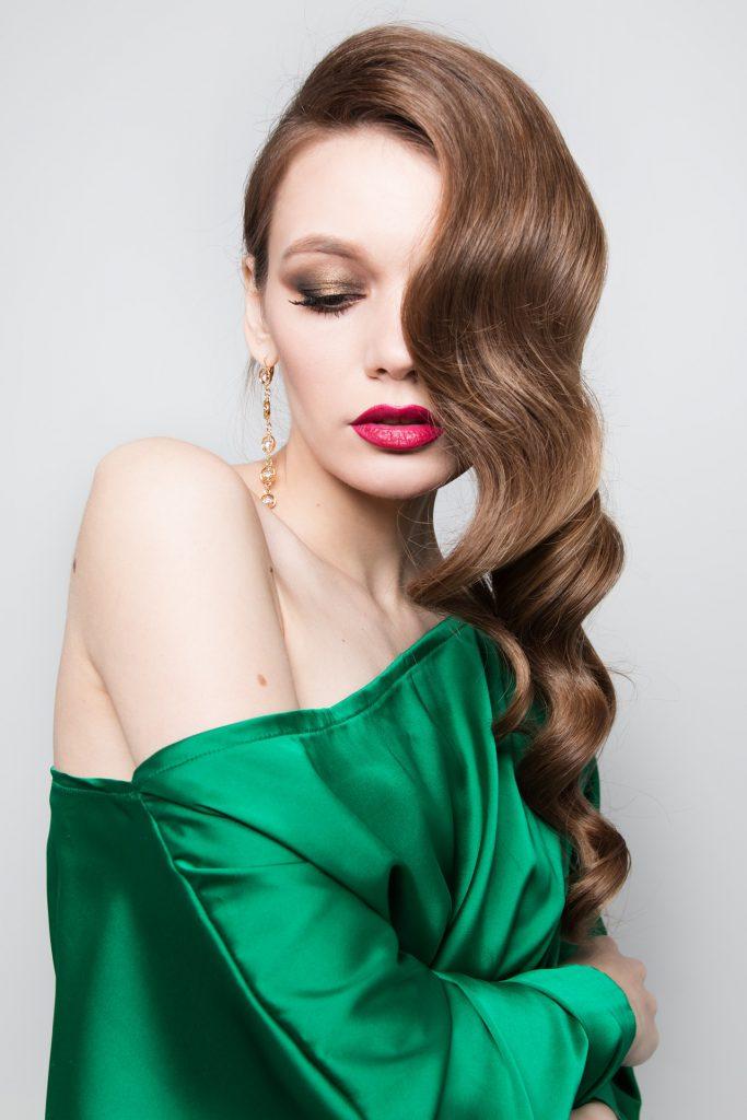 תסרוקות ערב 2021: עיצוב שיער בשיטת עשי זאת בעצמך
